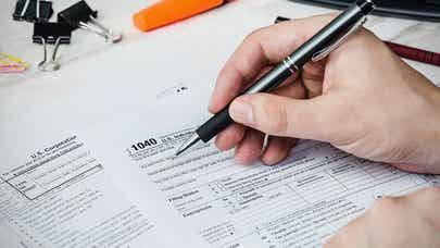 Senators seek tax reform 'blank slate'
